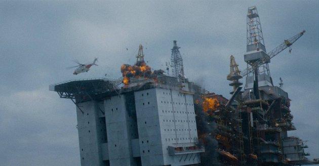 KATASTROFE: «Nordsjøen» er en sjangerfilm som gaper over mye. Tidvis blir det sitrende spenning, men katastrofefilmen har sine betydelige mangler også, mener Agders anmelder.