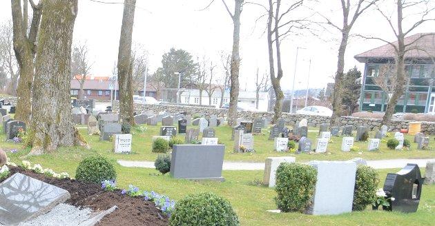 Grøntområde: Leserbrevskribenten mener at kirkegården i Randaberg sentrum har et betydelig potensial som grøntområde i sentrum, som ikke er utnyttet fullt ut.