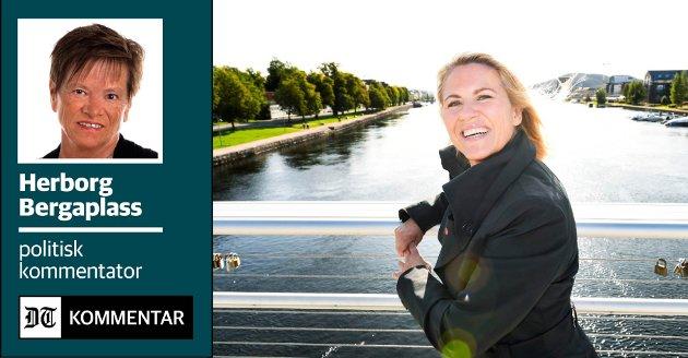 17. MAI-SYMBOL: Ordføreren fremst i barnetoget har vært en selvfølge i alle de tre kommunene som nå slår seg sammen. Hvis togene i Mjøndalen, Drammen og Svelvik går omtrent samtidig, kan ikke Monica Myrvold Berg være alle steder. Dette bildet er fra Drammen ved en tidligere anledning.