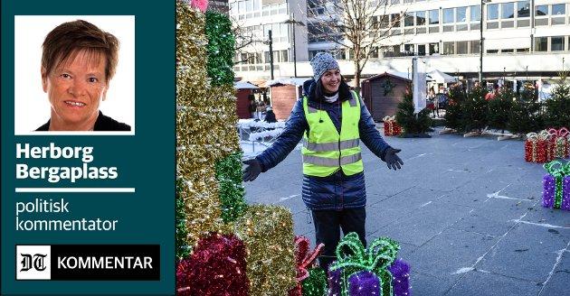 DRØM I OPPFYLLELSE: I sju år har sentrumsleder Helle-Stine Høvås drømt om julemarked og lystak i gågata i sju år. Da alt var på plass sist helg kom gledestårene. Hele byen kan glede seg over et sentrum i ny juledrakt, som ble et yndet bildemotiv fra dag èn.