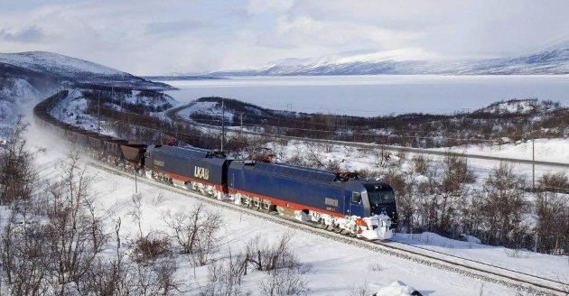 För att göra det helt klart LKAB har inga planer på att ändra sin grundläggande logistik och infrastruktur. Vi kommer att också i framtiden använda Narvik Hamn i minst den utsträckning vi gör nu, skriver to av sjefene i LKAB.