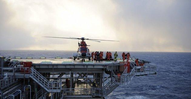 Driftskontoret for Johan Castberg må ligge i Hammerfest, mener artikkelforfatterne. Bildet er fra Snorre A-plattformen. Foto: Harald Pettersen, Statoil