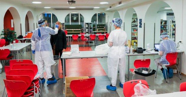 Koronatesting ved Kongsbakken videregående skole i forige uke. (Foto: Nordlys)