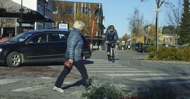 Respekt og aksept:  Dersom sykkel skal bli et nyttig transportmiddel i et blandet trafikkbilde, må vi akseptere hverandre og respektere hverandre, syklister, bilførere og gående, skriver Svein Birkeland i dette debattinnlegget.Foto: Knut Fjeld