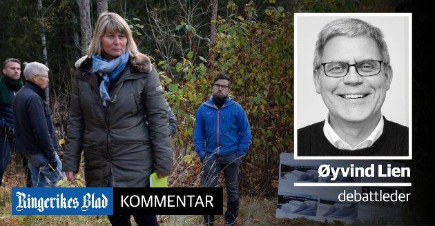 IKKE INVITERT: Naboene Trond Buanes og Christopher A. Wand (i bakgrunnen) var ikke invitert da Elisabeth Klever (H) og plan- og miljøutvalget hadde befaring der Dronninggård skal bygges.