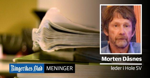 SKOLEBØKER: – Hole har i årevis utsatt investering i nytt skolemateriell. Nå har vi ikke råd, skriver Morten Dåsnes (SV). (illustrasjonsfoto)