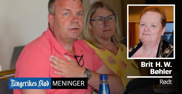 HEL ELLER HALV: – Fokuset er på mobbing og respektløshet. Alle har glemt at det saken gjaldt var om vi skulle ha en varaordfører i 50 eller 100 prosent, skriver Brit H. Walbækken Bøhler (Rødt). Her varaordfører Dag E. Henaug (H) og ordfører Kirsten Orebråten (Ap).