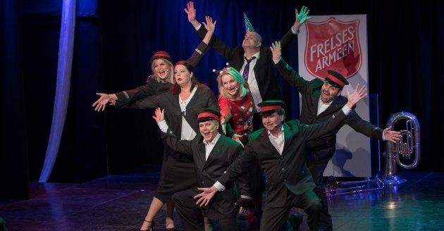 En flott revygjeng: Lillestrøm Teaterselskab står igjen på scenen med en revy i Lillestrøm kultursenter.Foto: Vidar Sandnes