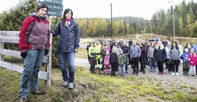 Identitet: Trine Borg-Heggedal (t.v.) fra foreningen, Nei til vindindustri på Setskog, etterlyser diskusjon om hvordan et mulig vindkraftverk påvirker bygdas identitet. Foto: Lisbeth Lund Andresen