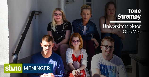 Tone Strømøy mener Charlotte Jahren (SV) bør kunne engasjere seg for de med funksjonsnedsettelser. Her er hun i midten bak i en gruppe ungdommer hun mener bør ha et tilrettelagt fritidstilbud.