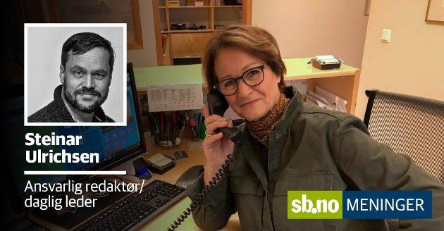 INNE I SITT 27. SEKRETÆRÅR: Britt Møller har vært sekretær på Store Bergan skole siden 1. januar 1994 - hun forteller at hun daglig ringer hjem for å følge opp elever som ikke møter. Som regel er det glemt å gi beskjed, men det er også en viktig sikkerhet,