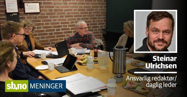 Kontrollutvalget fra da Arne Larsen (SV) fortsatt var leder.  f.v. rundt bordet Grethe Østberg (H), Steinar Mathias Svimbil Mørken (Ap), sekretær Birte Jonassen Berg (fra Deloitte), utvalgsleder Arne Larsen (SV) ogTale Haugan (Ap).