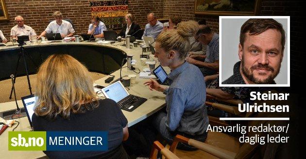 Formannskapet. Charlotte Jahren Øverbye (SV) sitter nærmest til høyre. Tor Steinar Mathiassen (H)  sitter ytterst til venstre på motsatt side. Men får formannskapet tatt de viktigste debattene?