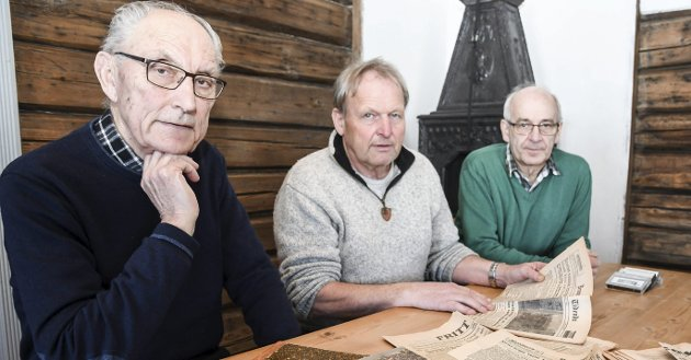 OMFATTENDE: Forfatter John Willy Jacobsen (fra venstre), historielagets leder Thor Sørli og tidligere lensmann Arne Lauvålien er godt i gang med arbeidet, men ønsker å komme i kontakt med personer som kan bidra.FOTO: P^ÅL A. NÆSS
