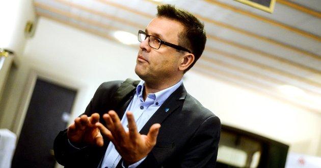 Frank Sve (Frp) spør kviforr statsministeren held på med framsnakking av eit fjordkryssingsprosjekt folket ikkje vil ha.