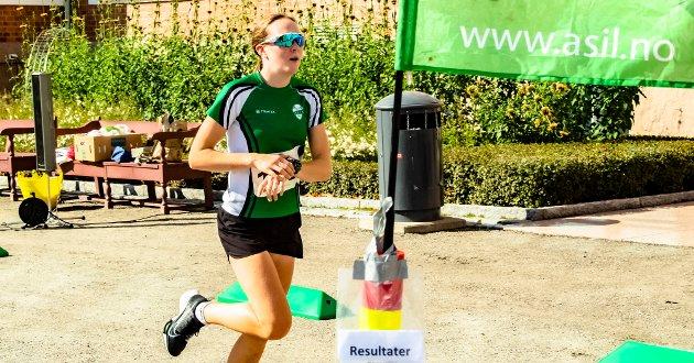 Mina Lilleheier fra Ås IL var raskeste kvinne på den 10,5 kilometer lange Årungen rundt.