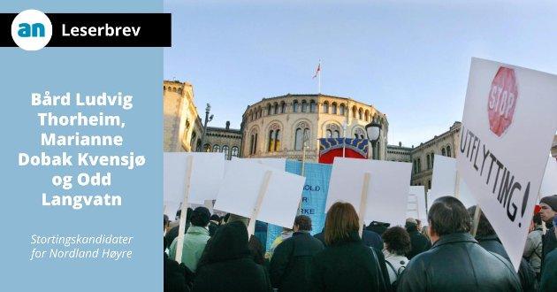 - Tiden er forbi hvor statlige arbeidsplasser er knyttet opp til en bygning i Oslo, skriver leserbrevforfatterne. Her fra en demonstrasjon mot flytting av statlige arbeidsplasser fra Oslo.