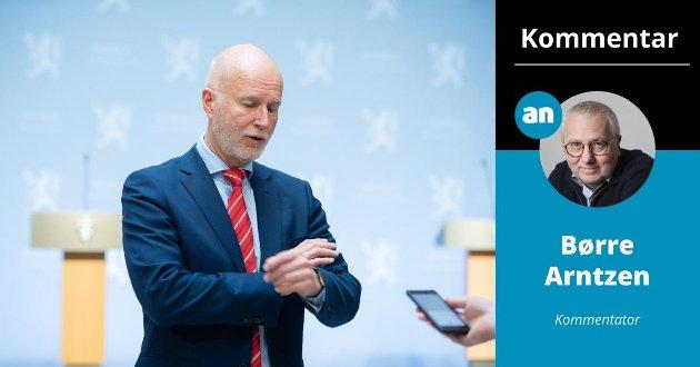 Helsedirektør Bjørn Guldvog etter en pressekonferanse om koronasituasjonen.