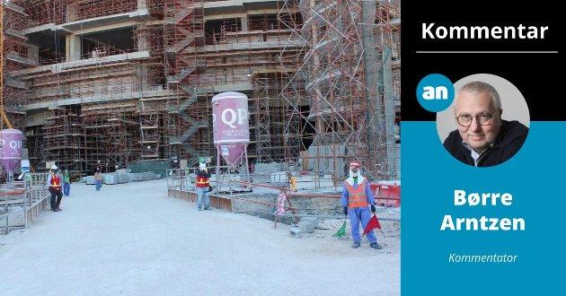 Qatar er i full gang med å bygge stadionene til fotball-VM i 2022. Khalifa stadion i Doha skal rustes opp. I følge tall fra The Guardian har over 6500 emigrantarbeidere omkommet i forberedelsene til mesterskapet.