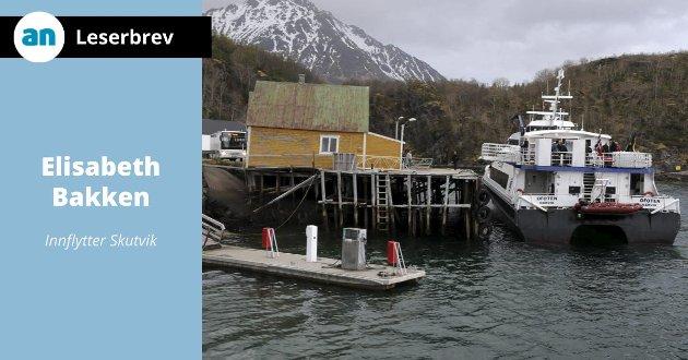 Hurtigbåten til kai i Skutvik.