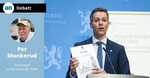 Samferdselsminister Knut Arild Hareide under presentasjonen av f stortingsmelding om ny nasjonal transportplan (NTP) .