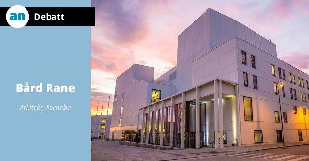 Stormen kulturhus er et godt eksempel på at formspråk, materialer og farger ikke er valgt tilfeldig, men er resultatet av grundige studier av behov og muligheter i den konkrete situasjonen og i det konkrete oppdraget.