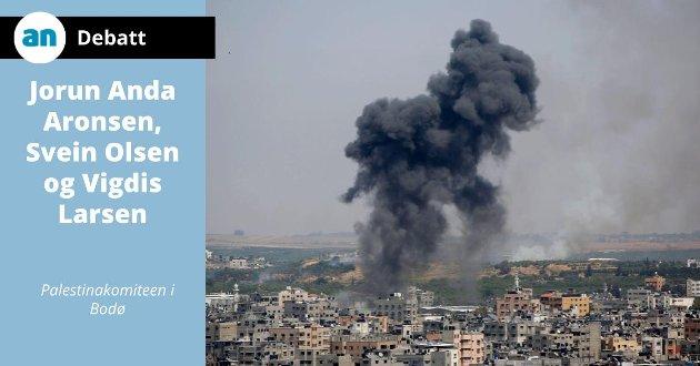 Røyk henger mørk og tung over Gaza By.