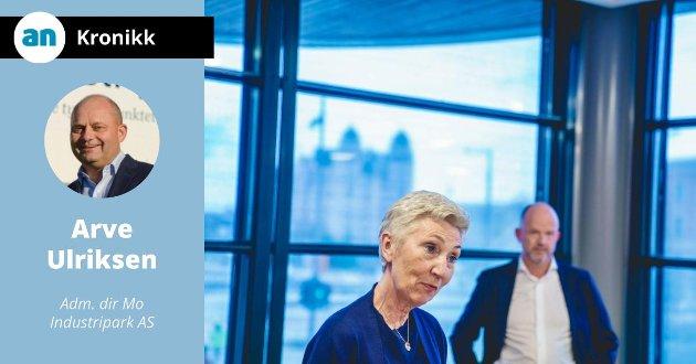 LO-leder Peggy Hessen Følsvik og NHO-sjef Ole Erik Almlid etter pressekonferansen om løsningen i tariffoppgjøret. Det blir ingen storstreik etter at LO, YS og NHO kom til enighet