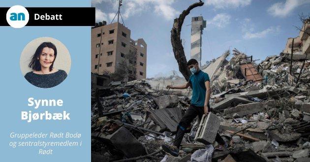 En palestinsk mann undersøker ødeleggelsen av en seksetasjers bygning som ble angrepet av Israel denne uken.