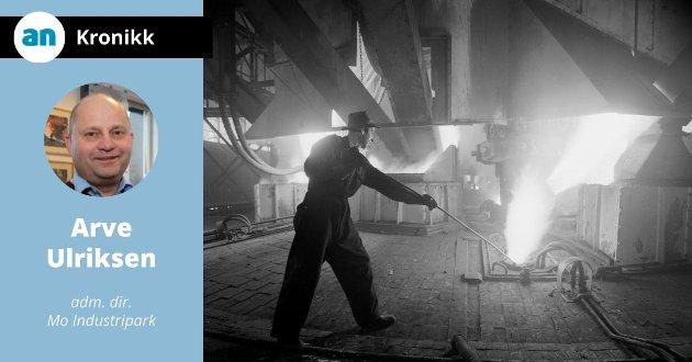 Flytende stål håndteres på Norsk Jernverk i 1955.