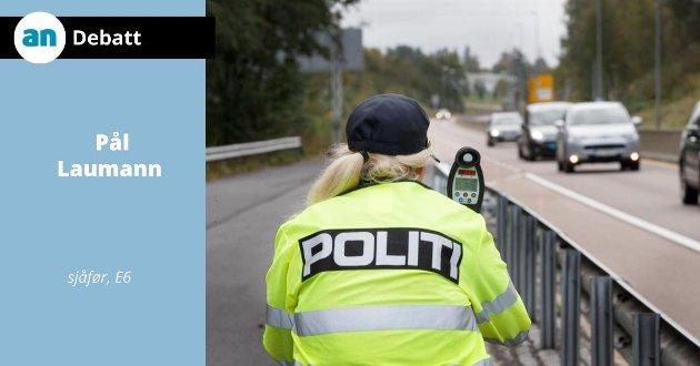 Applaus til politiet som kontrollerer trafikken.