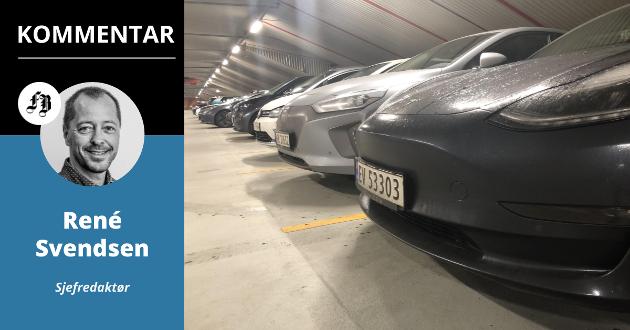 Elbiler så langt øyet rekker i St. Hans-fjellet parkeringshus mandag morgen.