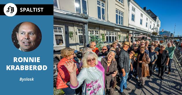 Fredrikstad Jazz og Bluesklubb inviterte gjester til gruppeklem da «seieren kunne innkasseres» lørdag klokka 16.00.