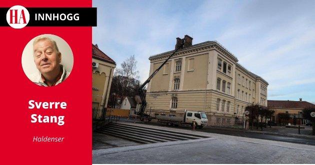Biblioteket: – Hva skjer så med dette svært solide og renlinjede signalbygget i Halden sentrum? Det spør Sverre Stang i dette Innhogget. Arkivfoto: HA