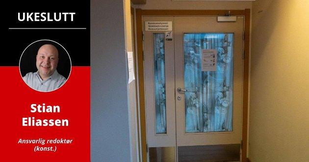 LUKKET: Bak disse dørene fikk formannskapet i Porsanger presentert gigantiske planer for et landbasert oppdrettsanlegg i Porsanger. Møtet ble lukket etter ønske fra den private aktøren bak prosjektet. iFinnmark avslørte senere at konsulenten som holdt presentasjonen, har sonet en av norgeshistoriens lengste svindeldommer.