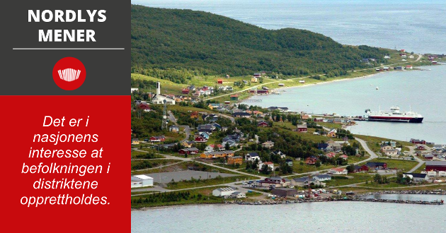 Folketallet i småkommuner i distriktene fortsetter å synke og Karlsøy er ikke noe unntak. Kommunen tapte 28 innbyggere i 2020. Her fra kommunesenteret Hansnes.