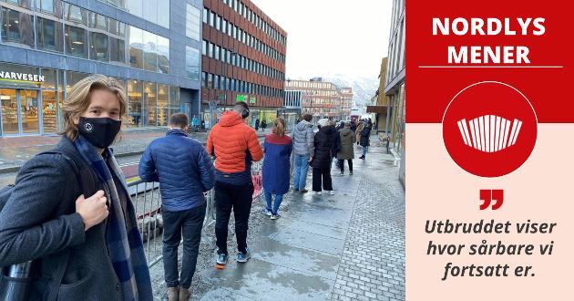 LANG KØ: Fredag var det lang kø foran testsenteret i Tromsø sentrum. Iver Nørve sa det var hans ansvar å teste seg etter å ha vært på et av stedene der det mistenkes smitte.