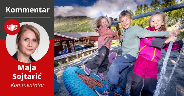 LEKEKAMERATER: Femåringene Effie Dyrkorn-Watenberg, Frida Morthesdatter-Hansen og Felix Victor Johnson mangler minst ti lekekamerater i barnehagen sin i Lyngen. Og verre kan det bli.