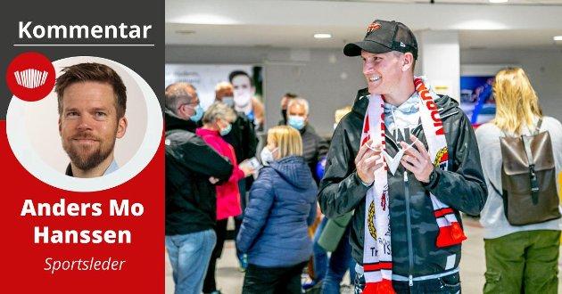 TSJEKK GLISET: Zdenek Ondrasek smilte fra øre til øre etter en varm supporter-velkomst på Langnes i Tromsø torsdag ettermiddag.