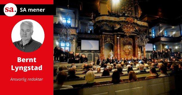 SORG: Kongsberg kirke var søndag fullsatt under sørgegudstjenesten. Snart er det tid for å lære av hendelsen på Kongsberg. Foto: NTB
