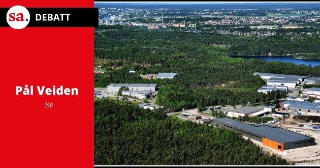 Flyfoto over Kampenes industripark, langs Riksvei 22.