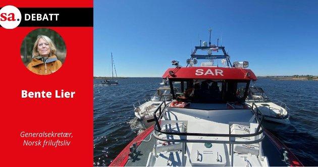 Bente Lier mener det bør innføres strengere regelverk for fritidsbåter på sjøen. Her har RS172, i mai i år, med hjemmehavn Skjærhalden, festet to båter til ripa. Båtene dras inn til henholdsvis Stokken og Tangen søndag ettermiddag etter grunnstøting og motorhavari.