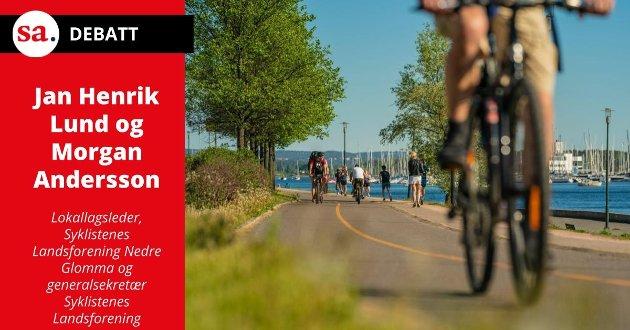BREMS! Ifølge en ny forskrift skal en syklist som passerer en gående på fortau eller gangveier passere den gående i gangfart – maks 6 kilometer i timen. – Den nye regelen er ikke tilpasset virkeligheten, mener Syklistenes Landsforening.