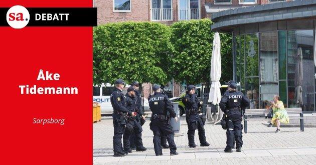 TORGET: Politiet har inntatt torget i forbindelse med demonstrasjonen sist lørdag.