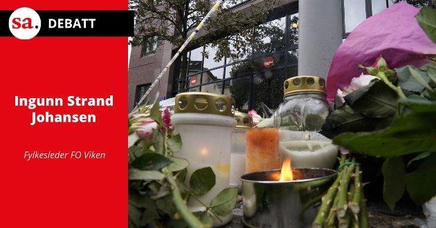 Blomster er lagt ned ved et Nav-kontor på Danmarksplass i Bergen, etter at en av de ansatte ble drept på jobb.
