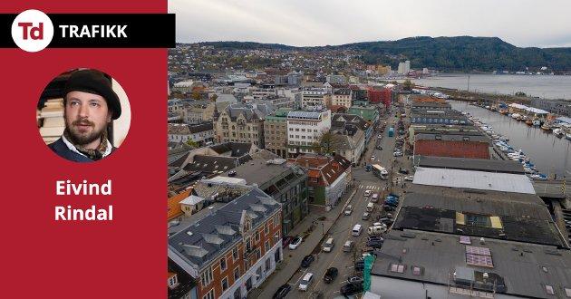 I Trondheim diskuterer vi som om det fortsatt var på 1960-tallet og bilen skulle frelse folket. Enten det dreier seg om Fjordgata eller Byåsveien trenger vi dem som vil kreve en plass for de som sykler og går, skriver Eivind Rindal.