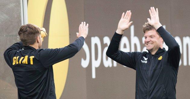 Fredrik André Bjørkan og pappa Aasmund jubler. Men hvor lenge blir førstnevnte i Glimt - og hvor godt betalt får klubben når han drar? Foto: Terje Bendiksby / NTB scanpix