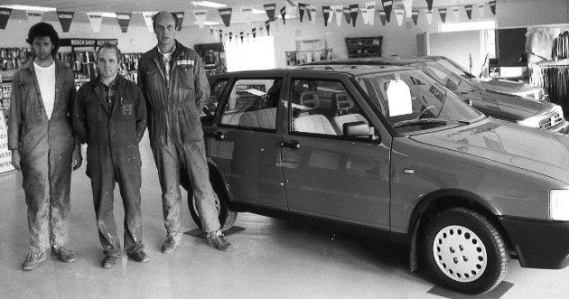 BIL: Brandbu Bil AS flyttet til Tingelstad i 1989. På bildet ser vi Per Einar Thon, Arnfinn Rakbjørg og Finn Nordli.