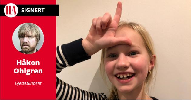 «LOSER»: Håkon Ohlgren får passet påskrevet av dattera.