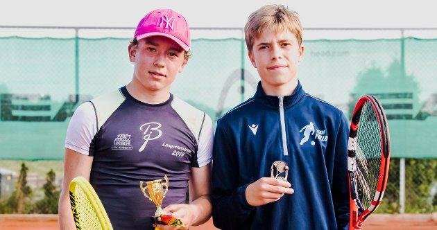 Finalister i Ås Open  juniorklassen var Sondre Lundqvist (t.v.) og Ulf Viken.  I en nervepirrende og velspilt finale, var det Sondre Lundqvist som til slutt vant oppgjøret.